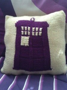 Tardis Pillow Knit. -DOCTOR! Can you sonic  me? -River.