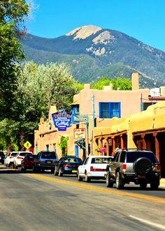 The historic Taos Inn and Taos Mountain - Taos, New Mexico New Mexico Style, Taos New Mexico, New Mexico Homes, Places To Travel, Places To See, Travel Destinations, Travel New Mexico, Taos Pueblo, Arizona