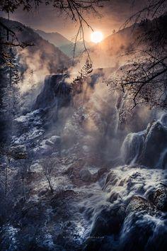 Jiuzhaigou China《天堂圣境》 - 冬季的珍珠滩瀑布 当气温达零下 10摄氏度时 雾气蒸腾 氤氲缭绕 旖旎景色如远古世界……
