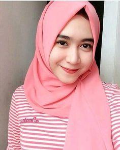 Pin Image by Hujabi Manja Beautiful Muslim Women, Beautiful Hijab, Young And Beautiful, Niqab Fashion, Hijab Collection, Muslim Wedding Dresses, Muslim Beauty, Indonesian Girls, Hijab Chic