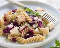 Salade de pâtes au pesto de betterave et à la feta (facile, rapide) - Une recette CuisineAZ. Testé.
