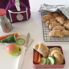 Små og litt grove matpakkehorn — FAMILIEMAT Dairy, Cheese, Baking, Food, Bread Making, Meal, Patisserie, Backen, Essen