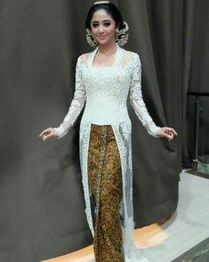 Inspirasi Kebaya Akad Artis  Selamat atas pernikahan Angga Wijaya & Dewi Perssik  Semoga langgeng sampai kakek nenek; Sakinah mawaddah warahmah. Amin