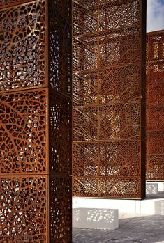 Vertical elements in CorTen weathering steel. Eastside Park in Birmingham, designed by architect Patel Taylor with French landscape architect Allain Provost, Detail Architecture, Landscape Architecture, Interior Architecture, Interior And Exterior, Landscape Design, Park City, Laser Cut Screens, Laser Cut Panels, Garden Screening