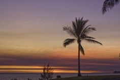 Fannie Bay merupakan salah satu spot terbaik untuk menikmati sunset selain di Mindil Beach. Fannie Bay lebih banyak dipakai orang-orang untuk lari di sore hari. Mau menikmati keindahan sunset di Fannie Bay, Darwin? Ikuti promo anniversary #NusaTrip, dan dapatkan 2 #tiketpesawat ke Darwin, Gratis! Lihat cara nya di http://goo.gl/ZBGmyG  *Syarat dan ketentuan berlaku  Photo: nbnweathershots website