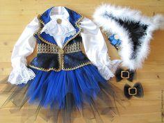 Купить или заказать Пиратка (карнавальный костюм) в интернет магазине на Ярмарке Мастеров. С доставкой по России и СНГ. Срок изготовления: 2 недели. Материалы: кружево, атлас, фатин, галун, пух…. Размер: на заказ - любые детские размеры