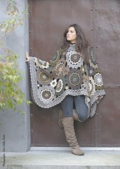 Like this as blanket better than poncho at this size. Scaled back it would make a nice poncho. Crochet Diy, Poncho Au Crochet, Pull Crochet, Mode Crochet, Freeform Crochet, Crochet Woman, Crochet Scarves, Crochet Clothes, Blanket Crochet
