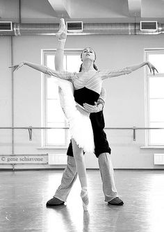 Svetlana Zakharova in rehearsal /photo by Gene Schiavone Ballet Class, Ballet Dancers, Ballet Poses, Yoga Dance, Dance Art, Dance Like No One Is Watching, Just Dance, La Bayadere, Ballet Images
