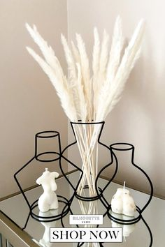 """""""Absolutely love my silhouette vases and pampas! They are so unique and look perfect in my home. So simple but effective. Will definitely be buying more, thank you!"""" Customer Review & Photo 📸 : @sophiemuies Room Ideas Bedroom, Home Decor Bedroom, Home Living Room, Living Room Designs, Living Room Decor, Modern Room Decor, Design Scandinavian, Aesthetic Room Decor, My New Room"""