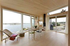MARITIMT MILJØ: De store vindusflatene åpner opp for sjøutsikten. Exterior, Little Houses, Modern Interior Design, Mid-century Modern, Beach House, House Ideas, New Homes, Mid Century, House Design
