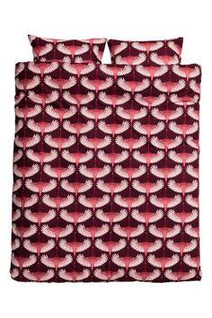 Parure de couette à motif: Parure de couette lit double en fil de coton fin à motif imprimé. Housse fermée par boutons-pression métalliques dissimulés à la base. Deux taies d'oreiller. Fil 30. Densité 57 fils/cm².