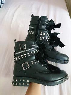 Sprzedam nowe botki Biker, Boots, Sneakers, Fashion, Crotch Boots, Tennis, Moda, Slippers, Fashion Styles