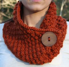 Knitting - This quick-knit cowl uses bulky yarn and an easy lace stitch for instant gratification! Make some in different colors for quick gifts. Size: in circumference. Made with bulky (chunky) weight yarn and size circular needle. Shawl Crochet, Knit Or Crochet, Crochet Scarves, Crochet Granny, Loom Knitting, Knitting Patterns Free, Knit Patterns, Easy Patterns, Free Knitting