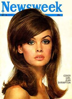 Having grown up in the Jean Shrimpton and the whole aesthetic of Swinging London made a big impression! Love teased, big hair like this. So cool looking but it does too much damage to your hair. Jean Shrimpton, Pelo Retro, Mod Hair, My Hairstyle, Hairstyle Tutorials, Perfect Hairstyle, Retro Hairstyles, Bouffant Hairstyles, Disco Hairstyles