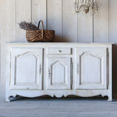 Antique Sideboard Fabulous antique French sideboard with working key. Classic style and rustic white painted finish. 3 doors and 1 center drawer make this piece very functional. One fixed shelf inside. x x Circa: 1900 French Sideboard, White Sideboard, Antique Sideboard, Painted Buffet, Rustic White, Furniture Inspiration, Furniture Ideas, Shabby Vintage, Interior Accessories