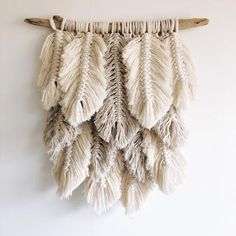 Small plumage // natural, linen - Holz Deko - Shelves in Bedroom Diy And Crafts, Arts And Crafts, Diy Vintage, Boho Wall Hanging, Macrame Wall Hangings, Handmade Wall Hanging, Hanging Shelves, Deco Boheme, Creation Deco