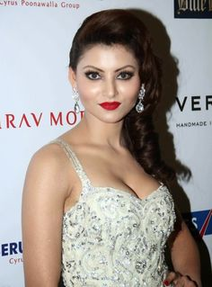 Sizzling Hot HD Pics Of Actress Urvashi Rautela