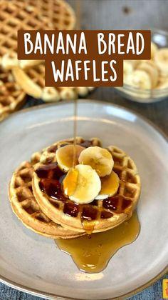 Banana Bread Waffle Recipe, Mini Waffle Recipe, Waffle Maker Recipes, Best Banana Bread, Banana Waffles Easy, Chocolate Chip Waffle Recipe, Oatmeal Waffles, Chocolate Waffles, Healthy Waffles
