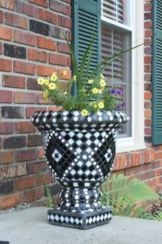 Black and white stained glass flower pot