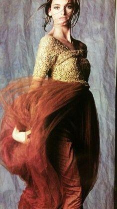 Fashion Images, Fashion Art, Autumn Fashion, Ladies Fashion, Alexander Mcqueen, Romeo Gigli, Frock And Frill, Italian Fashion Designers, Classic Chic