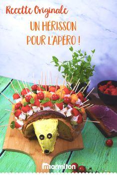 Pour amuser vos invités à l'apéritif, on adore cette recette de hérisson apéro avec du jambon, des tomates, de la mozzarella, de la feta, de la menthe et du basilic... Personnalisable à l'infini ! #recettemarmiton #marmiton #recette #recettefacile #recetterapide #faitmaison #cuisine #ideesrecettes #inspiration #herisson #herissonapero #aperitif  #apero Parmesan, Food Art, Barbecue, Gingerbread, Cocktails, 20 Minutes, Mozzarella, Desserts, Inspiration