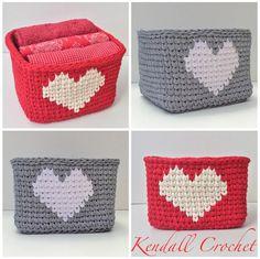 Square Tapestry Crochet Basket made with t-shirt yarn. Crochet Bowl, Crochet Basket Pattern, Knit Basket, Crochet Crafts, Crochet Yarn, Love Crochet, Crochet Projects, Crochet Patterns, Tshirt Garn