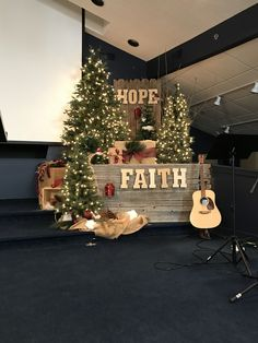 Christmas Stage Decorations, Christmas Stage Design, Christmas Photo Booth, Church Stage Design, Christmas Backdrops, Christmas Settings, Christmas Photos, Christmas 2019, Family Christmas