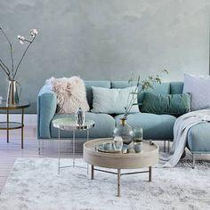"""@vtwonen on Instagram: """"VOORJAARSHUIS • yes, de voorjaarshuis-actie is gestart! Ga naar vtwonen.nl, pin jouw favoriete voorjaars(huis) meubels en accessoires en…"""" Love Seat, Ottoman, Couch, Throw Pillows, Bed, Interior, Table, Furniture, Instagram"""