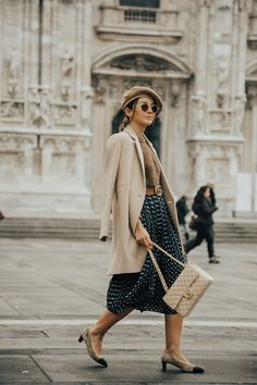 Brown tones knit sweater+brown logo belt+black floral print midi skirt+beige and black pumps+beige chain shoulder bag+beige wool coat+beige beret+sunglasses. Winter Workwear Outfit 2018