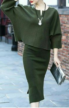 Green Batwing Sleeves Two Piece Dress - Luxe Fashion New Trends - Work Outfits Work Fashion, Modest Fashion, Fashion Dresses, Fashion Looks, Trendy Dresses, Dresses For Work, Olive Clothing, Cooler Look, Two Piece Dress