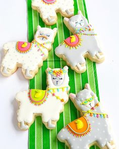 Llama Llama, wishing you no Monday Drama! These cookies for our party were so beautiful and cute- and detailed. Every single one was… Fancy Cookies, Iced Cookies, Cute Cookies, Royal Icing Cookies, Cookies Et Biscuits, Sugar Cookies, Alpacas, Kaktus Cupcakes, Fiestas Party