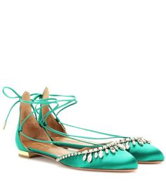 Shop Vogue's edit of the best flat shoes available to buy now. From the best loafers at Celine to Khaite and Gianvito Rossi, here's the Vogue edit of the best flat shoes to shop now. Green Ballet Shoes, Ballerina Shoes, Green Shoes, Ballet Flats, Best Loafers, Turquoise Fashion, Satin Shoes, Designer Heels, Luxury Shoes