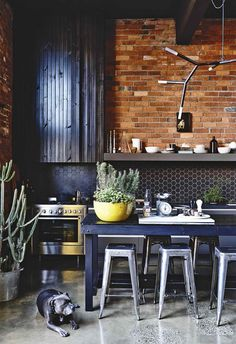 An industrial warehouse home in Melbourne Industrial Kitchen Design, Modern Kitchen Design, Modern Industrial, Kitchen Designs, Industrial Kitchens, Industrial Lamps, Kitchen Ideas, Industrial Furniture, Vintage Industrial