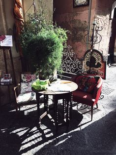An example of Sicily Décor & Style | Sicily Travel & Food from The Red Tomato Issue