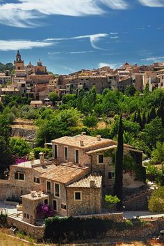 Valldemossa, Mallorca, Spain | khaki, lush green, pops of magenta