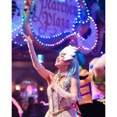 フィナーレの女王様  孤高で綺麗で優雅さを感じちゃいます   #miraclegiftparade #ミラクルギフトパレード #puroland #ピューロランド #kawaii #beautiful  #ピューロランドダンサー #ピューロダンサー  #森河美帆 さん Instagram Posts, Beautiful, Style, Fashion, Swag, Moda, Fashion Styles, Fashion Illustrations, Outfits