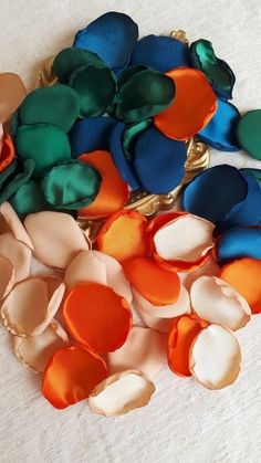 Orange Color Palettes, Colour Pallette, Colour Schemes, Color Combos, Living Colors, Creation Deco, Deco Floral, Flower Girl Basket, Colour Board