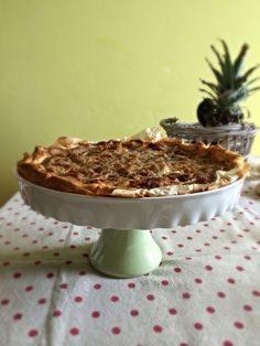 torta salata di verdure e chips di patate viola