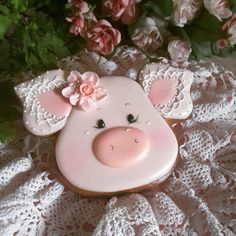 Gingerbread keepsake pig cookies decorated with Royal icing flower and lace Farm Cookies, Iced Cookies, Cute Cookies, Easter Cookies, Cupcake Cookies, Cookies Et Biscuits, Sugar Cookies, Pig Cupcakes, Angel Cookies