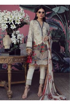 Muzlin Lawn Collection By Sana Safinaz Pakistani Salwar Kameez Pakistani Lawn Suits, Pakistani Fashion Casual, Pakistani Dresses Casual, Pakistani Designer Suits, Pakistani Salwar Kameez, Pakistani Dress Design, Indian Designer Outfits, Shalwar Kameez, Designer Dresses