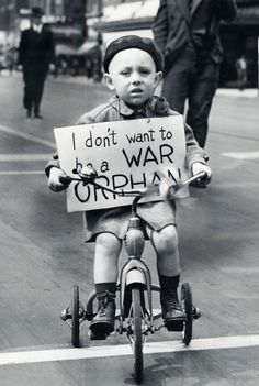 George Litwin, four years old carrying the sign 'I don't want to be a war orphan' during the Detroit Mother's Day peace parade, May 1940 Thomas Hobbes, Lapo Elkann, Four Year Old, Orphan, World War Two, Jackson Pollock, Historical Photos, Old Photos, American History