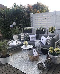 brilliant ideas for your outdoor patio 50 Porch And Terrace, Terrace Decor, Terrace Garden, Outdoor Seating, Outdoor Rooms, Outdoor Living, Outdoor Decor, Garden Seating, Garden Sofa