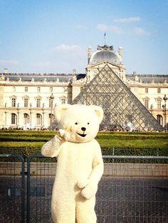 Le Louvre de Paris. Peace.