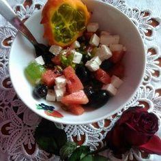 Wytrawna sałatka z kiwano (autor: czyki) - DoradcaSmaku.pl Fruit Salad, Food, Author, Fruit Salads, Essen, Meals, Yemek, Eten