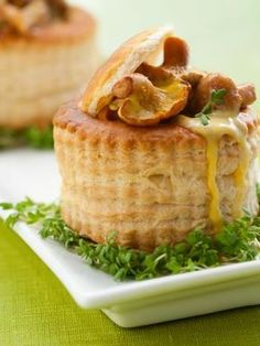champignon frais, échalote, vodka, crème, cube de bouillon, beurre, ail, morille, persil, coque Vol Au Vent, Healthy Eating Tips, Healthy Nutrition, Japanese Cheesecake, Vegetable Drinks, French Food, Main Meals, Food Inspiration, Love Food