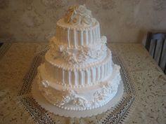 3-х ярусный торт с украшением из белых роз. Очень нежный и утонченный