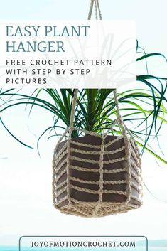 FREE crochet pattern for the easy Plant Hanger crochet pattern for your flower pots. Learn how to make a crocheted plant hanger. Easy crochet tutorial for beginners. Free crochet pattern with step by step pictures. Crochet Plant Hanger, Macrame Plant Hangers, Crochet Planter Cover, Crochet Home Decor, Diy Crochet, Quick Crochet, Tutorial Crochet, Macrame Patterns, Easy Crochet Patterns