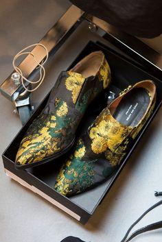 Dries Van Noten at Paris Fashion Week Spring 2017 Sock Shoes, Men's Shoes, Shoe Boots, Shoe Bag, Crazy Shoes, Me Too Shoes, Fashion Shoes, Paris Fashion, Fashion Details