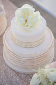 Wedding cake idea; Featured Photographer: Allyson Wiley Photography, Featured Planner: A Savvy Event