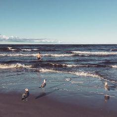 Marci and the Möwen pic #Binz #ostsee #balticsea #welltravelled #wanderlust #seagull #meer #meerjungmann #ocean #waves #summer16